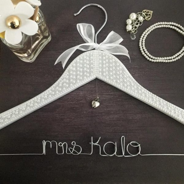 Pearl Name Hanger, Custom Coat hanger for wedding, Beautiful Wedding Coat Hanger, Elegant bridal hanger, hangers with names