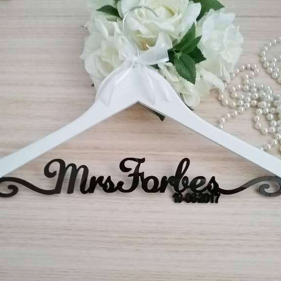 customised wedding hangers, prestigious bridal hanger, designer wedding hanger, personalised hanger for bride
