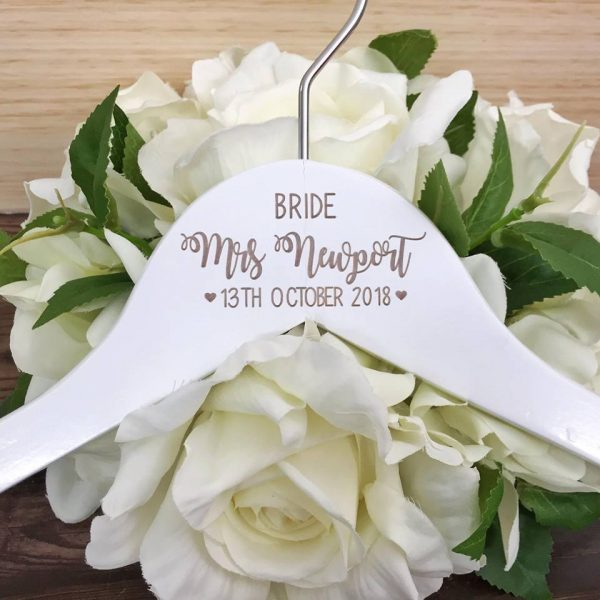 affordable wedding hangers, affordable bridesmaid hangers, budget personalised hangers for bridal party